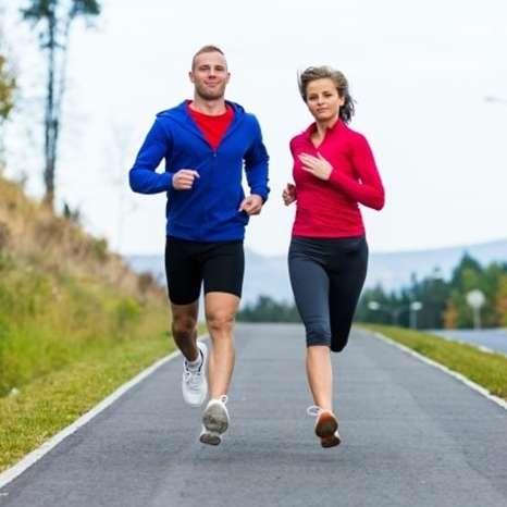 Correr al aire libre te ayuda a bajar de peso y mantenerte con buena salud mental.