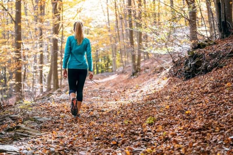Caminar es una alternativa si presentas alguna dolencia en los miembros inferiores